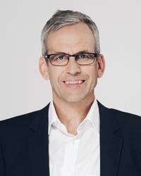 <b>Julius Dücker</b>, Dipl.-Wirtschaftsjurist Gründer der Firma examio GmbH, Siegen - studioa_04_latsch_uwe_w200px_h250px