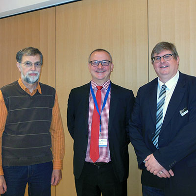 Prof. Dr. Ullrich Pietsch (Dekan Fakultät IV), Dr. Lutz Möller (UNESCO) und Prof. Dr. Ralph Dreher vom Lehrgebiet Technikdidaktik an Berufskollegs. (v.l.)